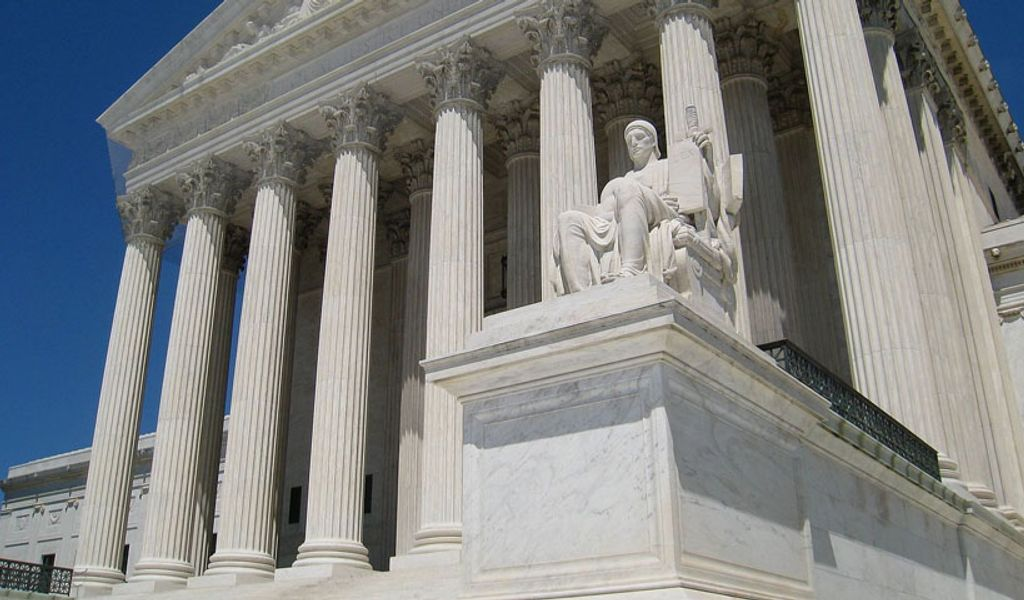 U.S. Justices to Weigh Reach of Computer Fraud Law